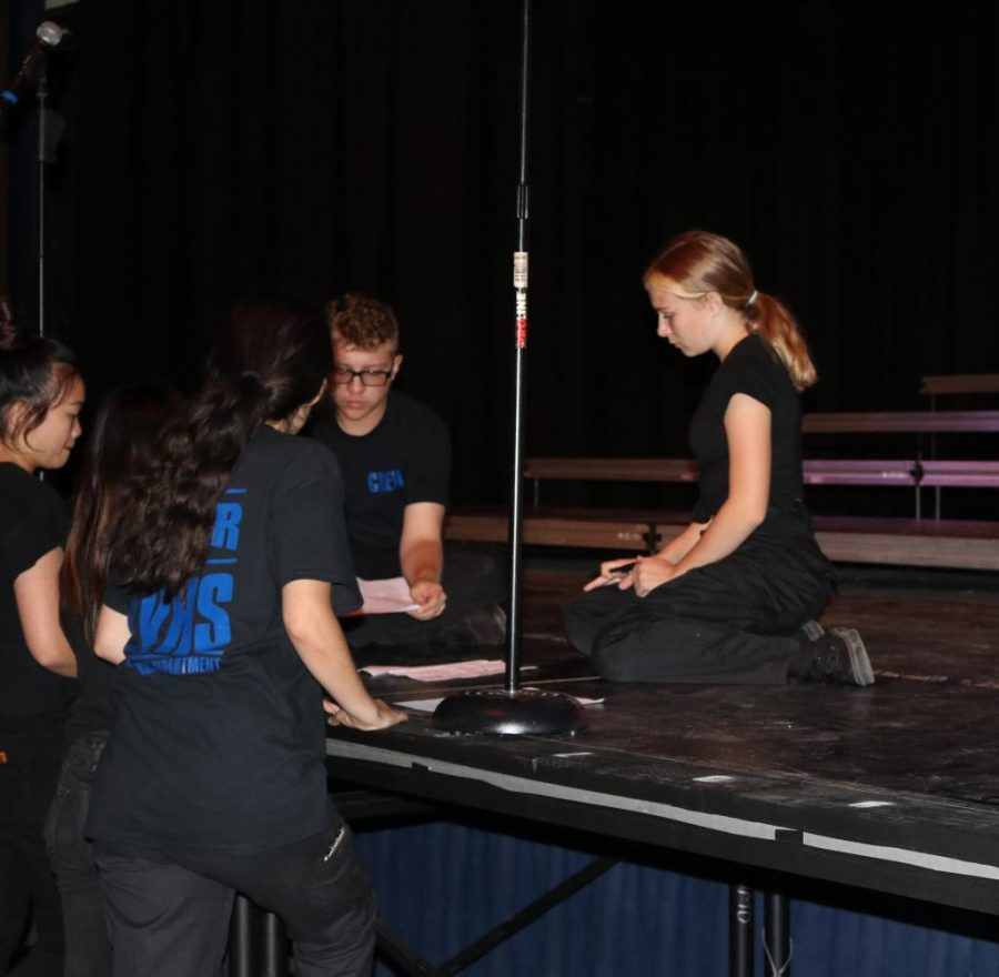VMD+techs%2C+including+freshman+Jacqueline+Vogel-Fux+%28pictured+right%29%2C+prepare+for+the+upcoming+anniversary+performance+of+Scream+in+its+original+venue%3A+Bolles+Theatre.