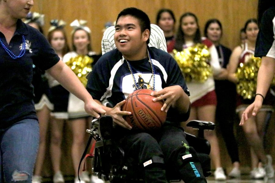 Senior+Charlie+Peterson+receives+a+pass+of+the+basketball+on+Mar.+5+at+the+Unified+Basketball+game.+Cheerleaders+from+both+Bonita+Vista+High+and+Southwest+High+cheer+on+the+Unified+teams+of+Special+Education+and+General+Education+students+from+both+schools%2C
